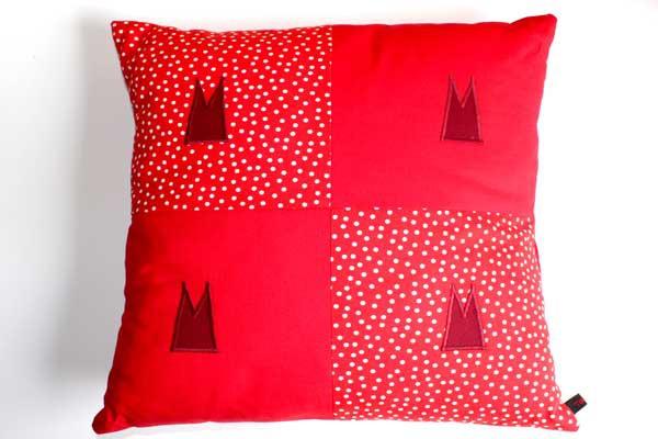 Dom-Kissen - Rot-weiße Tupfen mit Rot und 4 Domspitzen