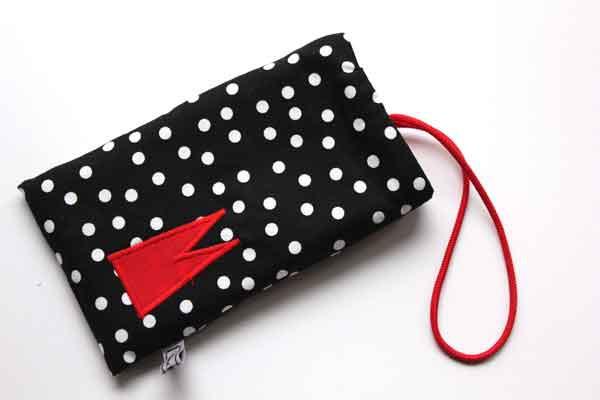 Handy-Tasche mit rotem Dom / schwarz-weiß