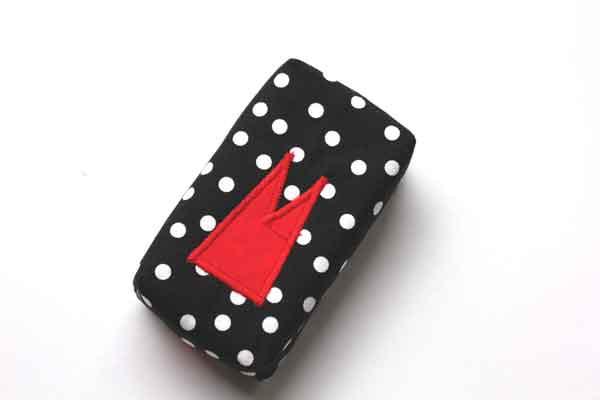 Taschentücher-Box-groß - Schwarz-weiße Tupfen mit rotem Dom