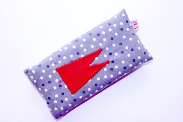 Taschentücher-Box-klein - Grau-weiße Tupfen mit rotem Dom